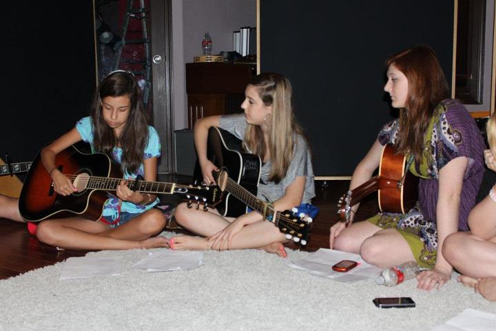 Scholarship Contest for Student Songwriters Experience Camp